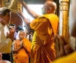 US Secretary of State John Kerry getting blessed by Sinhala Buddhist monks at Kelaniya Vihara